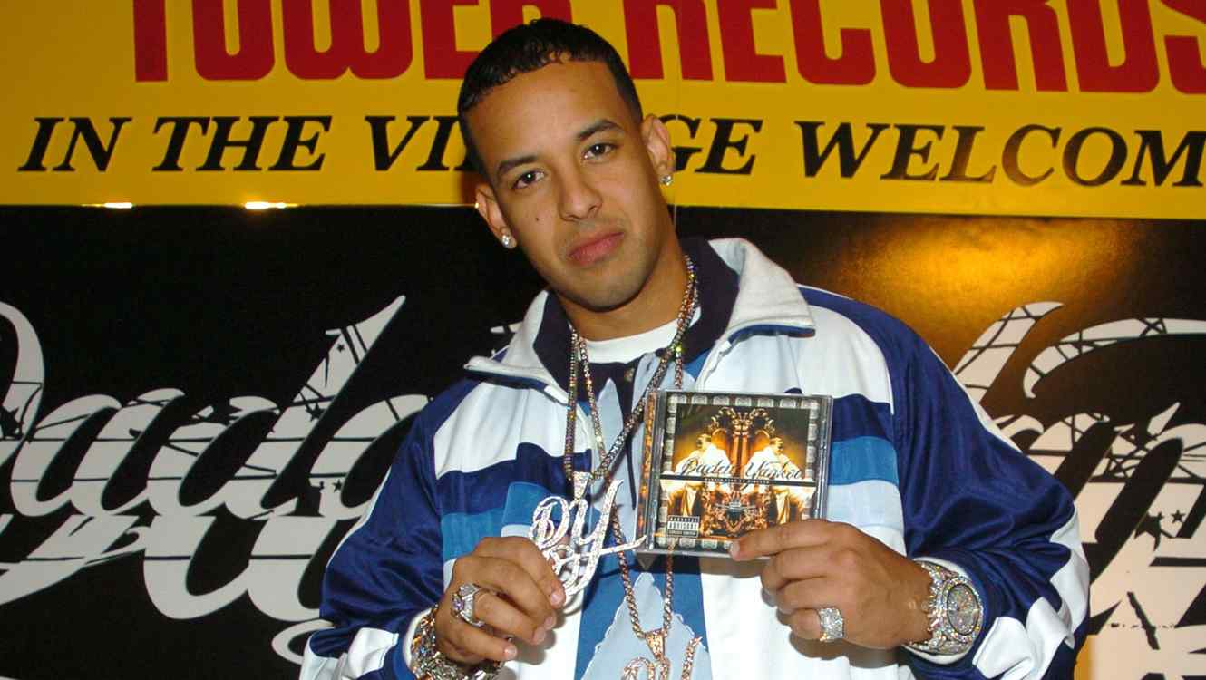 Daddy Yankee holding his Barrio Fino album