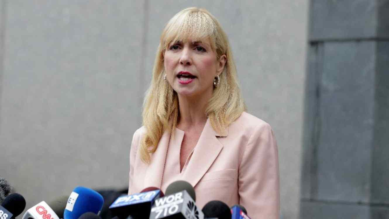Sigrid McCawley, abogada que representa a algunas de las presuntas víctimas de Jeffery Epstein, frente a un tribunal en Nueva York el jueves 18 de julio de 2019.