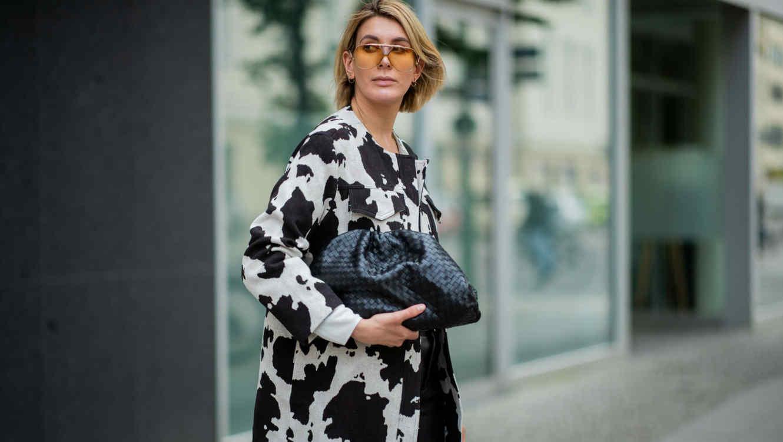 Mujer vestida con animal print