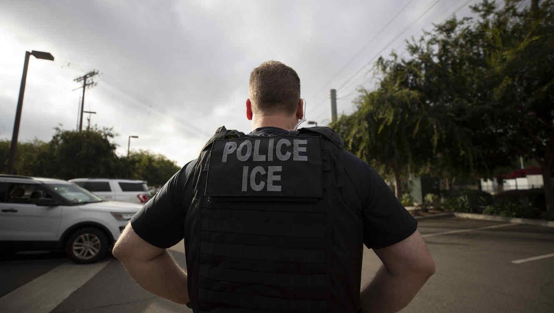 Imagen de archivo de un agente del Servicio de Inmigración y Control de Aduanas (ICE).
