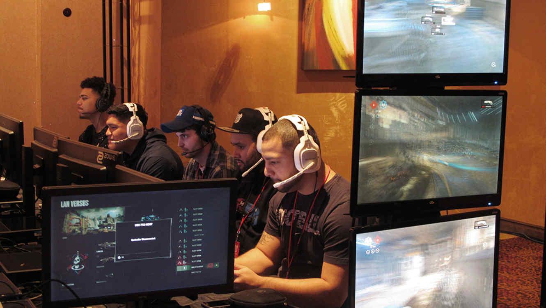 Jugadores compiten en un torneo de Fortnite y PlayerUnknown's Battlegroundvideo en Atlantic City, Nueva Nersey.