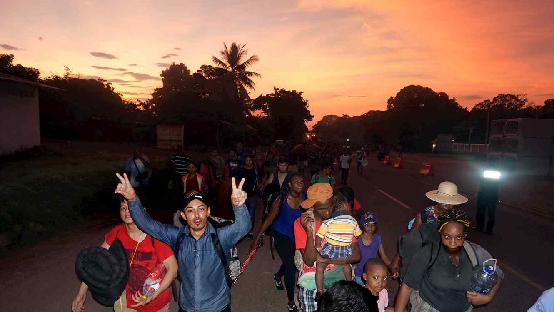 Frenan caravana migrante que partió de Tapachula, Chiapas