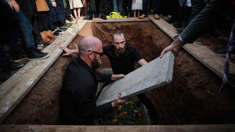 La familia Le Baron atiende al funeral por las víctimas de la masacre el 9 de noviembre.