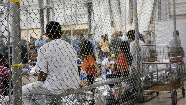 Niños inmigrantes en jaulas, en foto divulgada por CBP en junio de 2018/AP