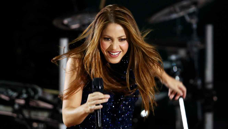 Shakira singing live in concert