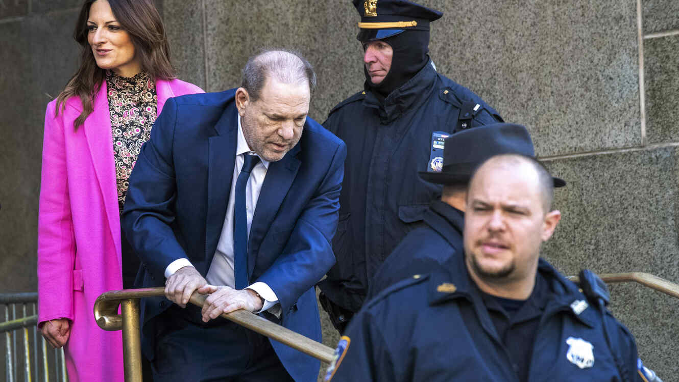 Harvey Weinstein's Judge Won't Step Aside as Jury Selection Resumes