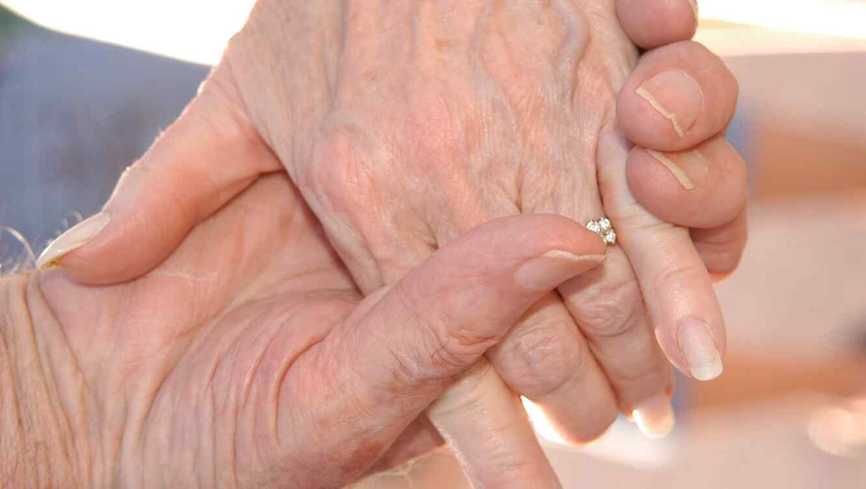 Abuelos beso barcelona foto