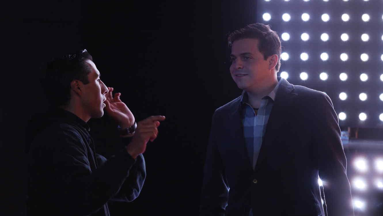 Carlos llega al set de estreno de Gran Hermano