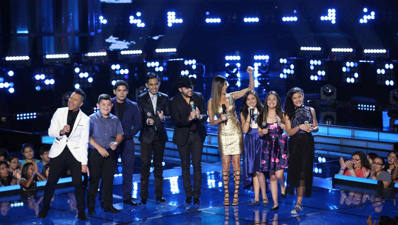 Patricia Manterola Jorge Bernal y Gerardo Ortíz y los concursantes de las temporadas pasadas en la Semifinal de La Voz Kids
