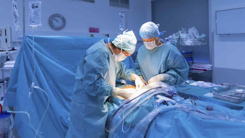 Médicos suspendidos por sacarse selfies en plena cirugía