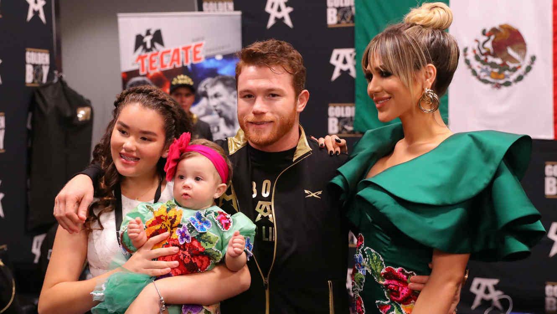 """Saúl """"Canelo"""" Álvarez con sus hijas y su ex Fernanda Gómez"""