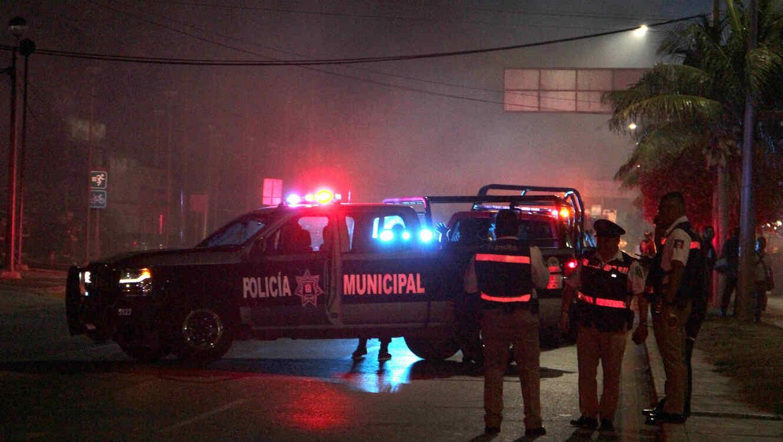Ataque armado causa incendio en lote de autos en balneario mexicano de Cancún