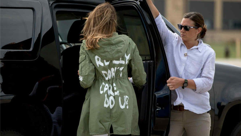 Melania Trump con su chaqueta verde