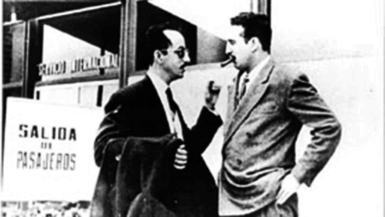 Fidel Castro junto a Pedro Miret Prieto en México
