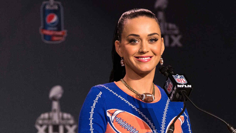 Katy Perry habla en la rueda de prensa del Pepsi Super Bowl XLIX Halftime Show en Phoneix, Arizona.