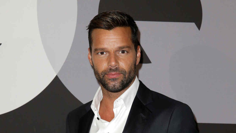 Ricky Martin en la alfombra roja de GQ celebra los Grammys con Giorgio Armani