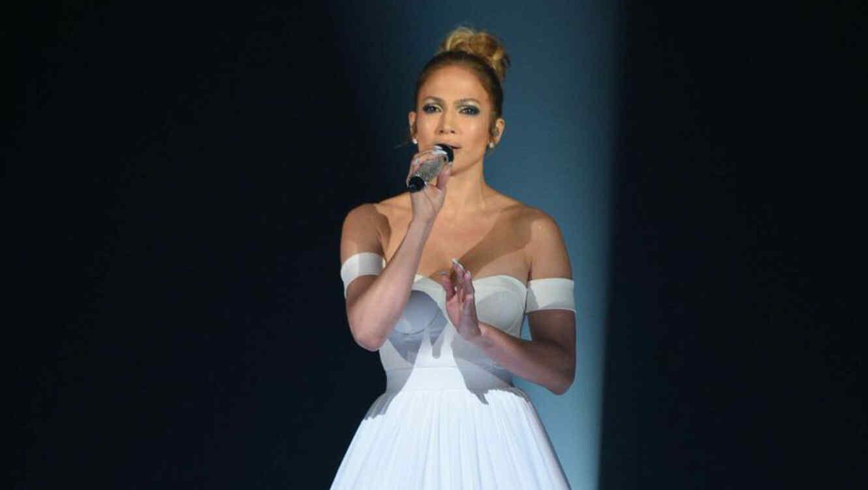 """Jennifer Lopez durante presentación """"Feel the Light"""" en American Idol"""