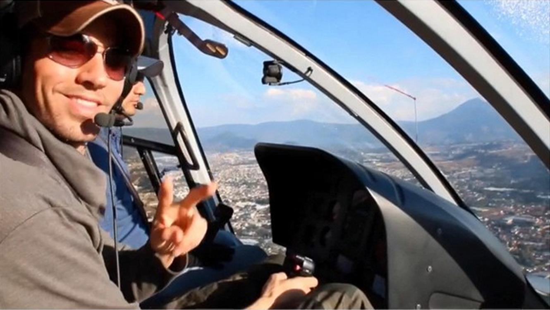 Enrique Iglesias como piloto en Guatemala