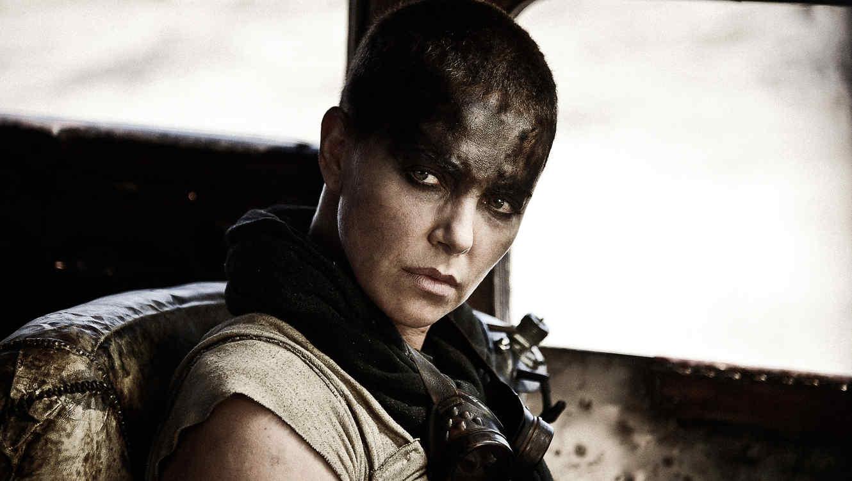 "Charlize Theron da vida a la emperadora Furiosa en ""Mad Max: Fury Road""."