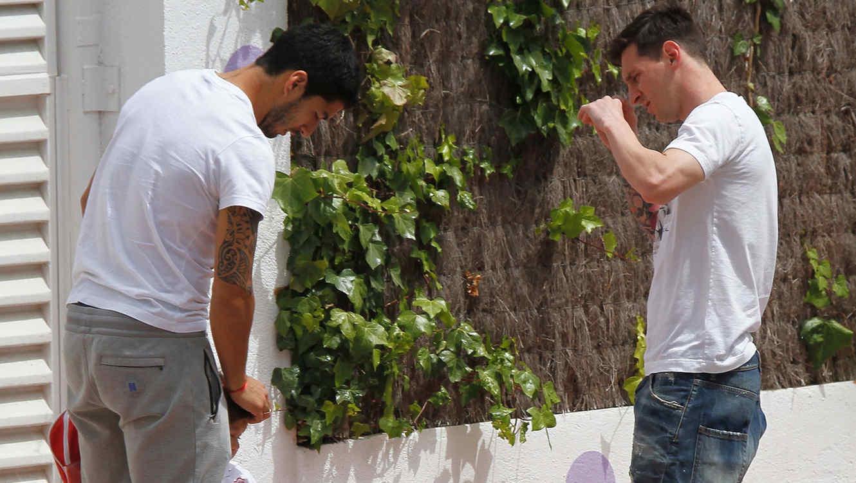 Leo Messi y Luis Suárez en la guardería en Barcelona