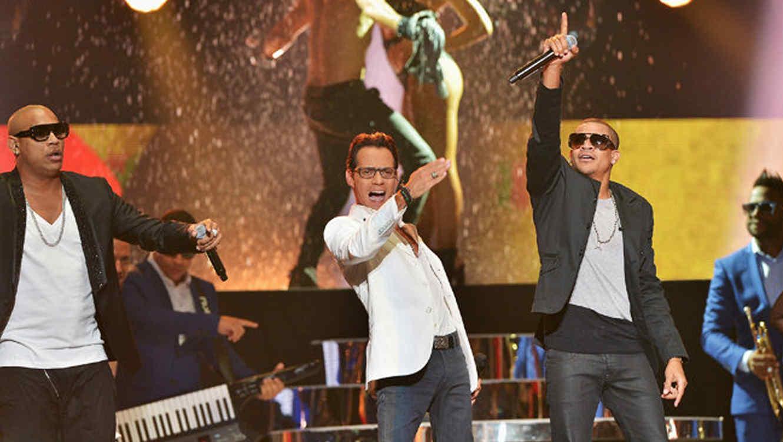 Marc Anthony y Gente de Zona en la presentación de Billboard Latin Music Awards 2015