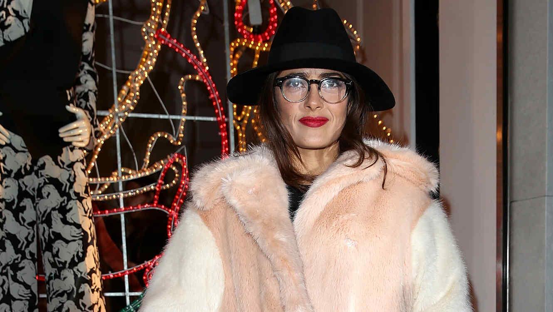 El look de Salma Hayek para la fiesta de Navidad de Stella McCartney