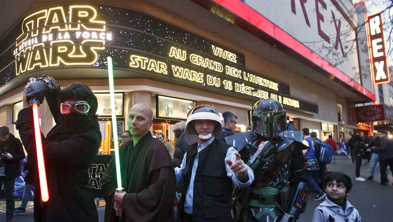 """Foto del estreno de """"Star Wars"""" en París."""