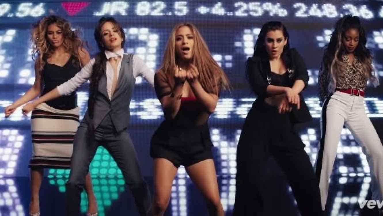 Fifth Harmony en el video Worth It