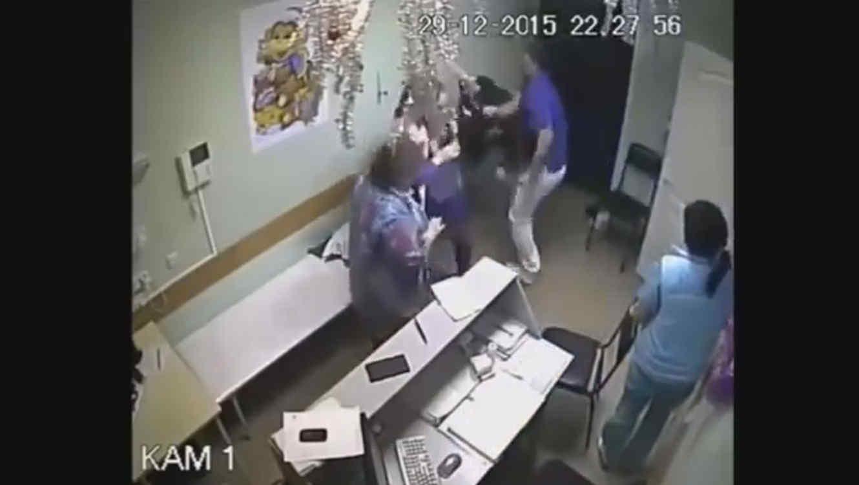 Médico ruso mata a su paciente de un puñetazo