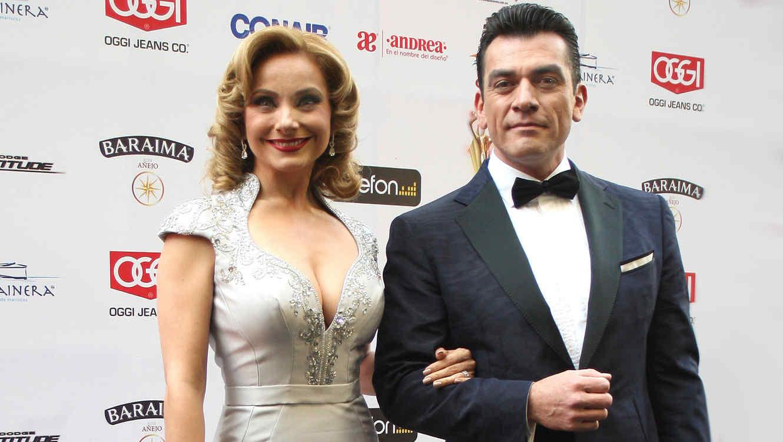 Jorge Salinas y Elizabeth Álvarez
