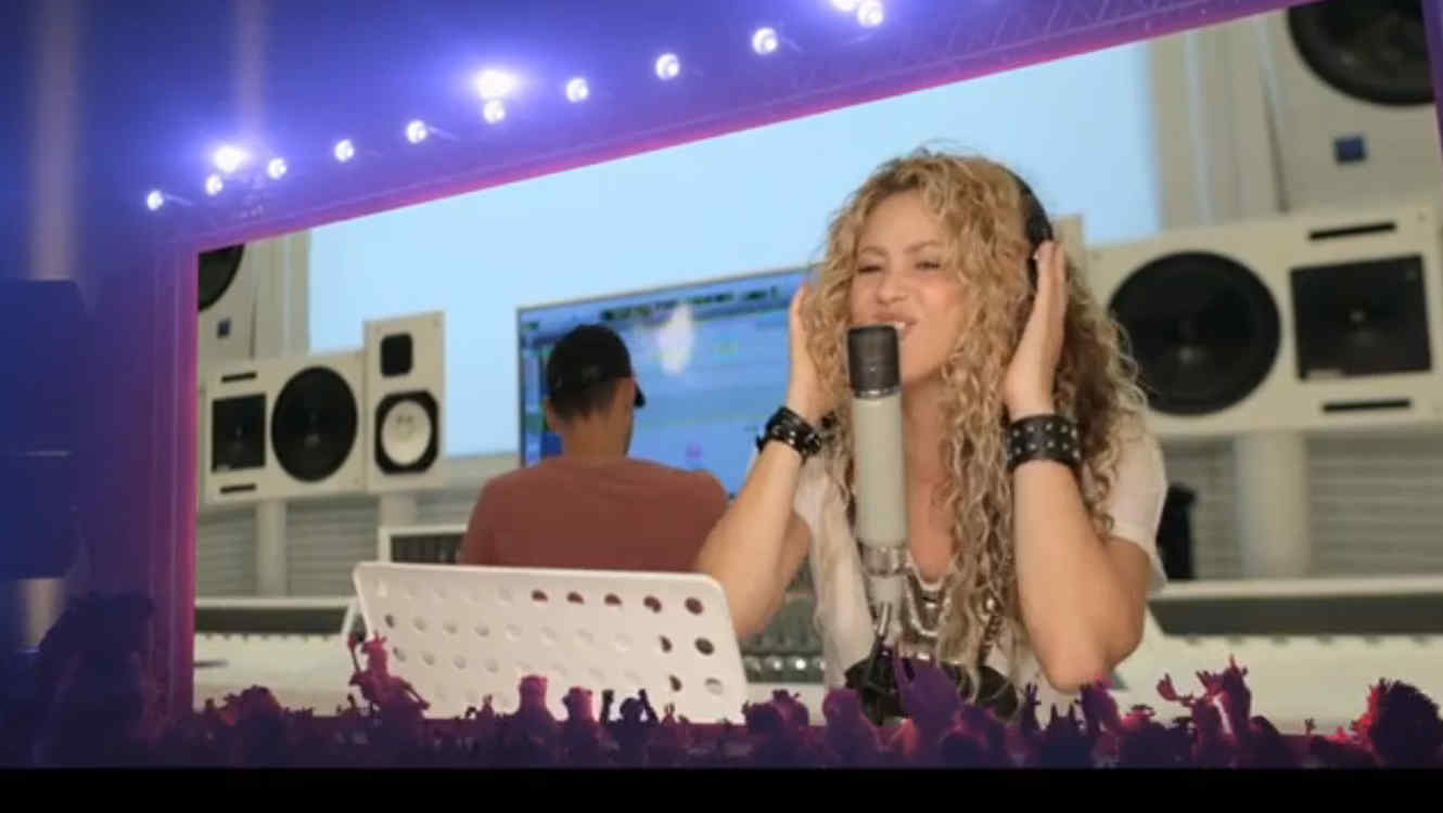 "Shakira en el video oficial ""Try Everything"""