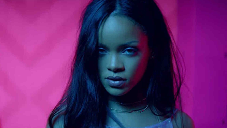 Rihanna en el video 'Work' featuring Drake