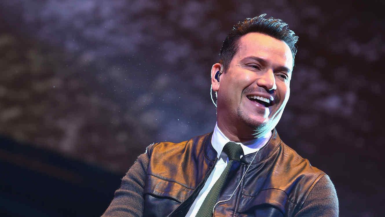 Victor Manuelle sonriendo durante su presentación del Megaton en New York