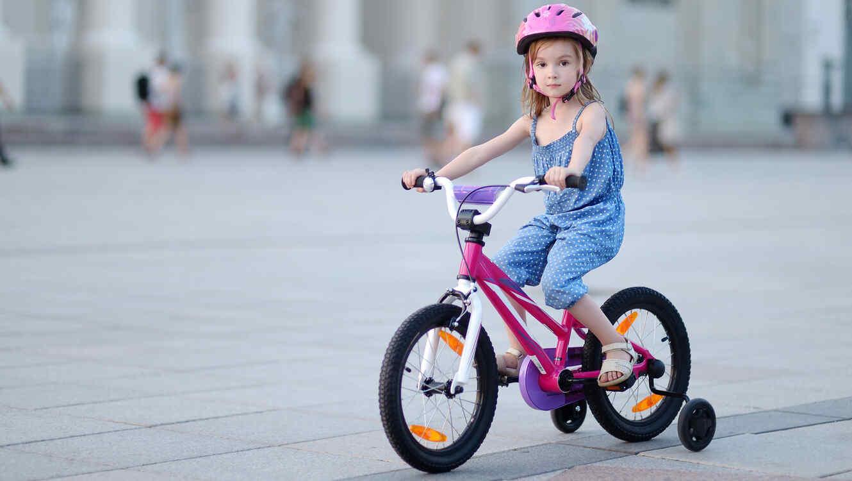 Niña en vicicleta