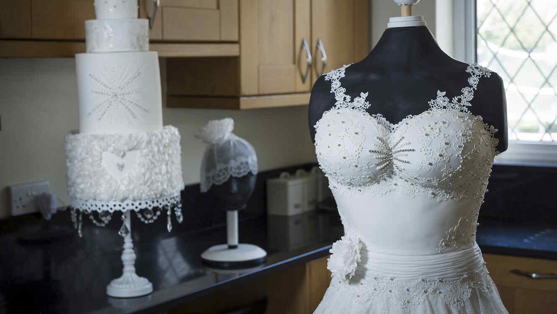 Pastel y vestido de novia