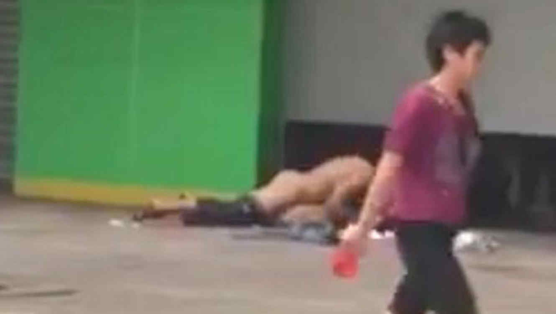 Una Pareja Tiene Sexo En La Calle A Plena Luz Del Día Video