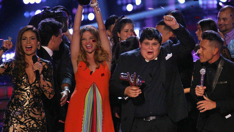 Christopher y Natalia Jiménez en la gran final de La Voz Kids