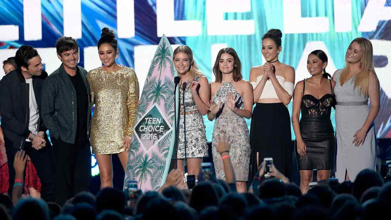 """Pretty Little Liars"" reciben premio en Teen Choice Awards 2016"