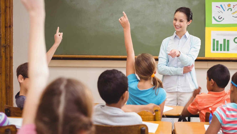 Alumna pasando examen 2 de 4 - 2 3