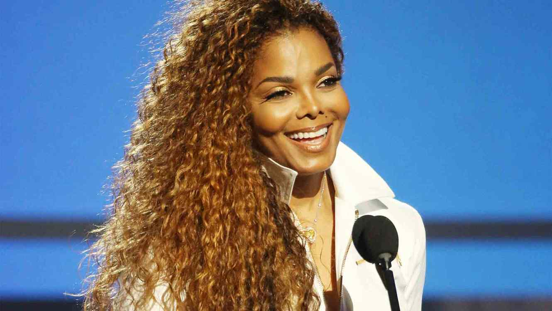 Janet Jackson confirma que está embarazada a los 50