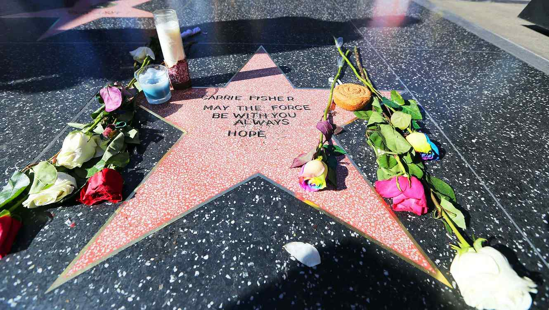 Admiradores crean estrella para Carrie Fisher en Hollywood