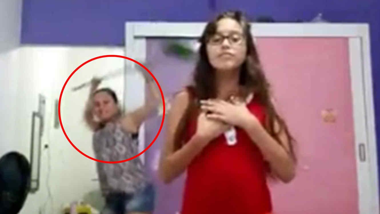 Video de una madre que le roba el protagonismo a su hija bailando