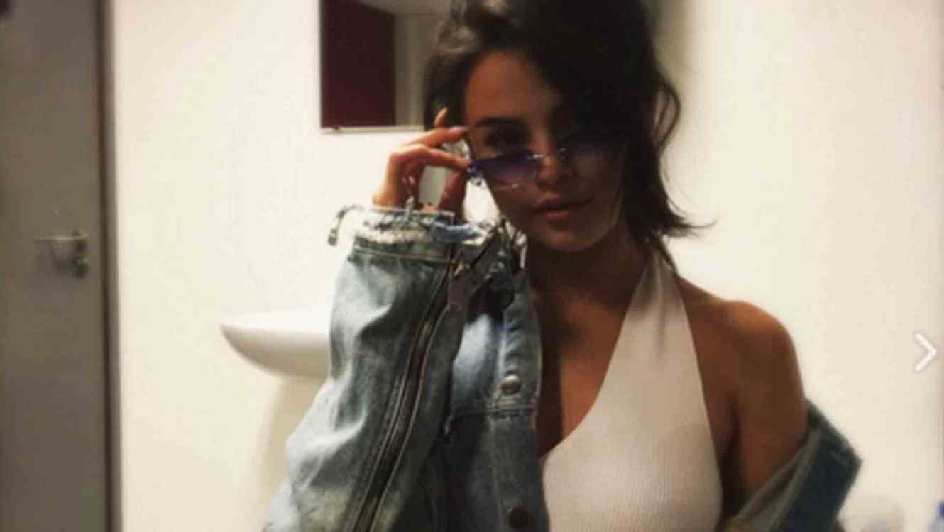 Selena gomez unfollows a bunch of accounts on instagram find out selena gomez unfollows a bunch of accounts on instagram find out who made the cut altavistaventures Image collections