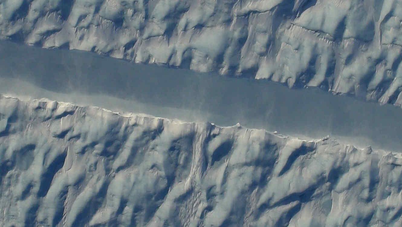 Detalle de la grieta en el glaciar Petermann