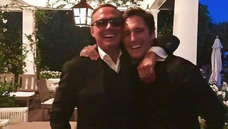 Luis Miguel abrazando a Diego Boneta
