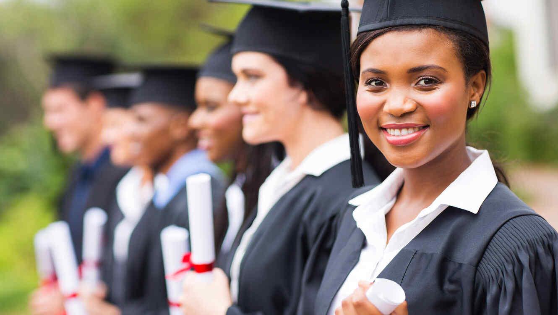 Alumna recibida con diploma