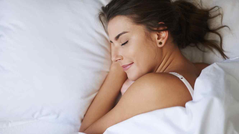 Mujer durmiendo tranquila