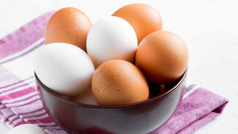 Huevos blancos o marrones: ¿cuáles son más saludables ...