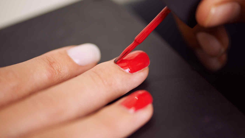 Descubre qué hacer para que el esmalte en tus uñas dure más tiempo ...