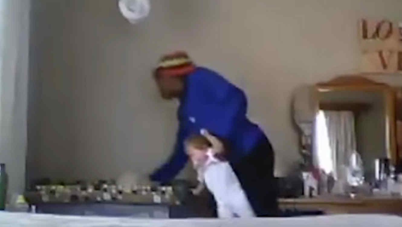 Filman a niñera maltratando a una beba de nueve meses